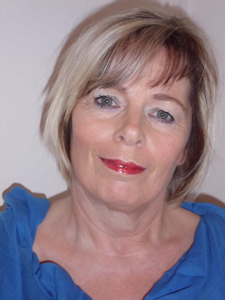 nachher mit femininem Tages-Make-up in kalten Farben